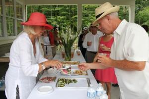 Les membres de la SHEP se sont occupés de servir un petit goûté aux invités.