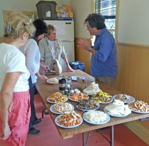 Notre Club a reçu la visite d'Yvan Perreault, président du Cercle des mycologues de La Mauricie-Lanaudière, un communicateur exceptionnel dont on a pu apprécier les talents culinaires en plus de son enseignement. (Photo: Marie Morin)