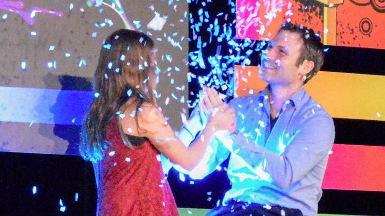 Jérémi James, magicien illusionniste – Il a invité une participante de l'an dernier sur scène et a exaucé son rêve en faisant neiger sur la scène.