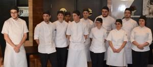 Photo Michel Fortier; La cohorte de dix étudiants ayant participé au concours culinaire.