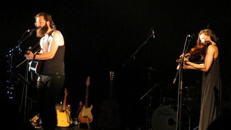 Photo : Élise Paquin; Ryan Kennedy en compagnie de la violoniste, Anne Elizabeth.
