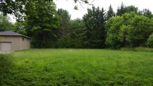 Un terrain vu comme jardin communautaire transformé en stationnement par le conseil.