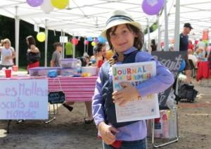 Journal Elliot : Étienne Duranleau Le jeune Elliot, journaliste attitré de l'évènement, a montré fièrement le Journal des petits monstres, résultat de son travail acharné.