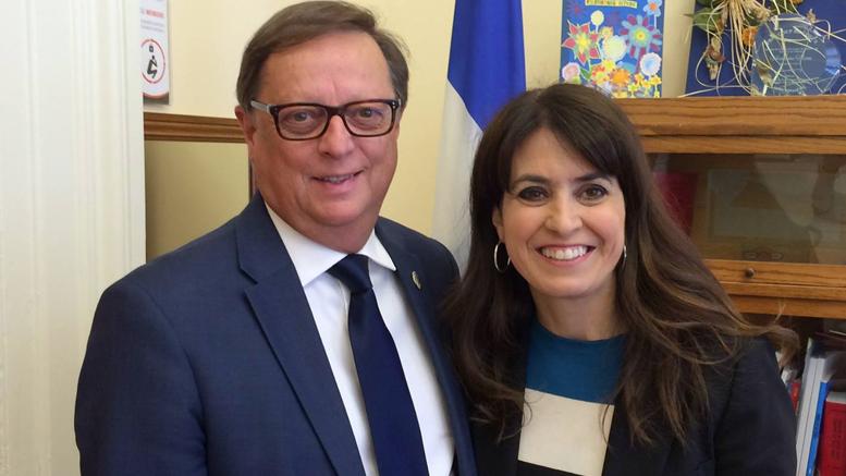 C'est sans réserve que j'appuie Véronique Hivon dans la course à la chefferie du parti québécois, candidate rassembleuse, sérieuse, femme dynamique, elle incarne la nouveauté,et représente l'avenir. – Claude Cousineau