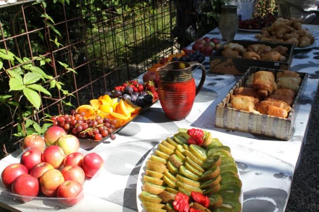 Photo: Élise Paquin  Un buffet succulent avec viennoiseries et fruits frais attendait les participants pour la deuxième édition de Son et Brioches.