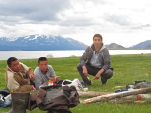 Mes compagnons, Khanet, son fils Sultanbek et son neveu Oljas qui a aussi été mon guide.