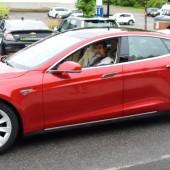 Photo: Félix Larose-Tarabulsy; Bertrand Bissonnette au volant de sa Tesla modèle S.