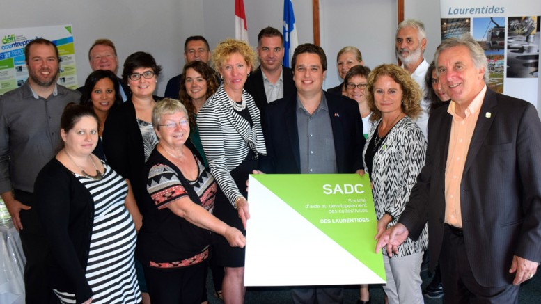 Le renouvellement de la subvention a été annoncé par le député de Laurentides-Labelle, David Graham, en présence de membres de l'équipe de la SADC des Laurentides ainsi que de leurs partenaires.