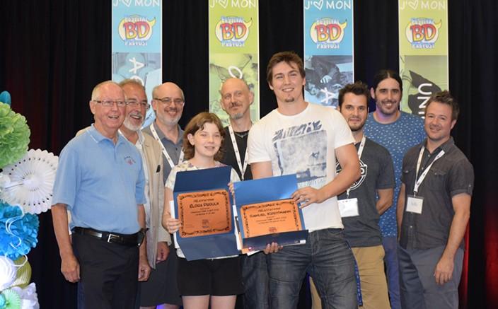 Les gagnants Élora Proulx et Samuel Kreitmann entourés des juges du concours Crée ta BD