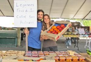Photo: Lyne Gariépy; Le charmant couple derrière Les récoltes des Druides, Isabelle Terrault et Tommy Pilon, et leurs tomates cultivées sans pesticide.