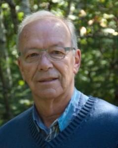 M. Robert M. Dupont, com- missaire à la CSL