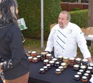 Gaëtan Lamothe offrait une grande variété de produits fins pour se sucrer le bec. Crédit : Michel Fortier