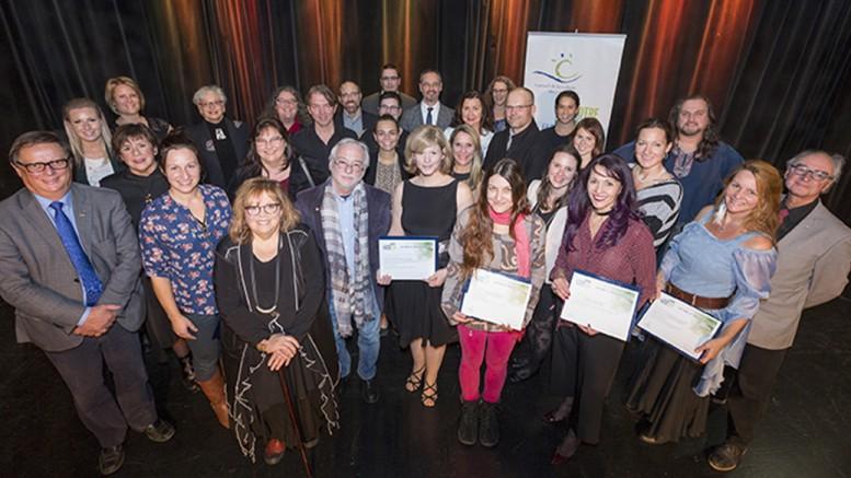 Photo : Lucien Lisabelle;  Les lauréats, partenaires et administrateurs du Conseil de la culture des Laurentides, Grands Prix de la culture des Laurentides 2016.