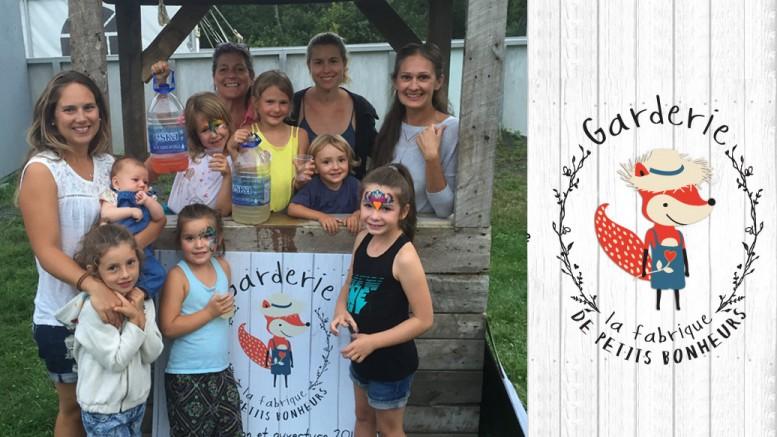 Photo: courtoisie; À la journée de la famille à Sainte-Anne-Des- Lacs le 20 août 2016 , présentation des plans de la garderie au kiosque à limonade.