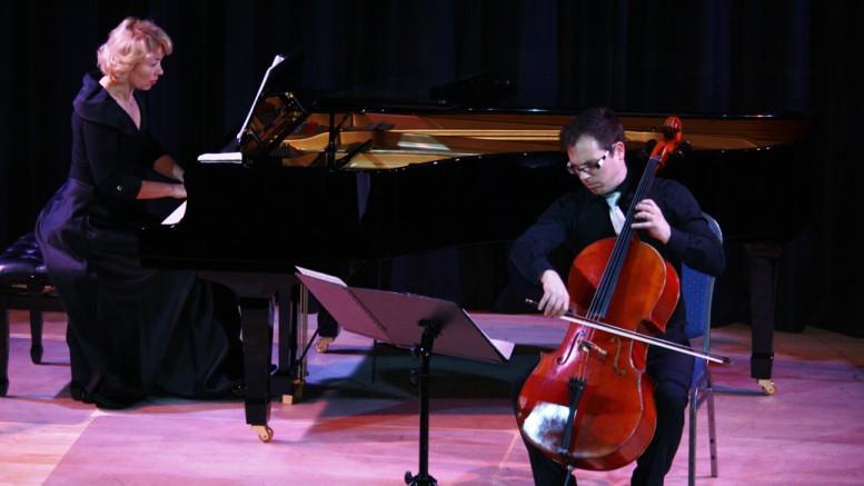 Nataliya Labiau au piano et Dominic Painchaud au violoncelle.