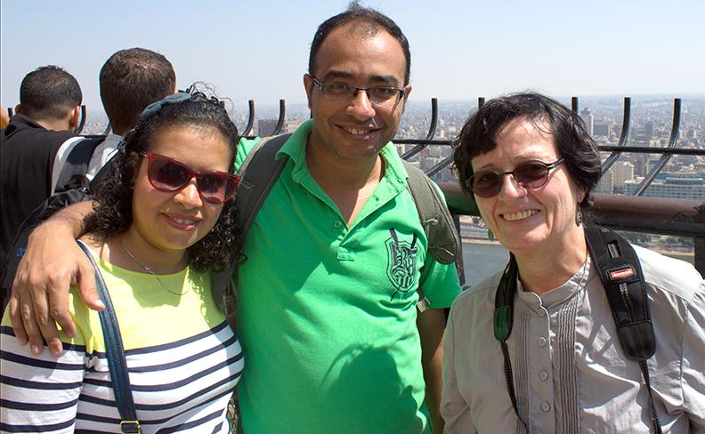 M. Samer et son épouse Sally en ma compagnie à la Tour du Caire. Photo: Jean-Guy Joubert.