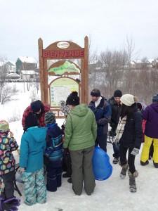 Activité organisée à l'entrée du parc de la Coulée, de la tire sur la neige !