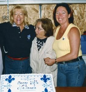 Photo : courtoisie; Lucie Papineau, Thérèse Gaudet et Monique Guay en 2001.
