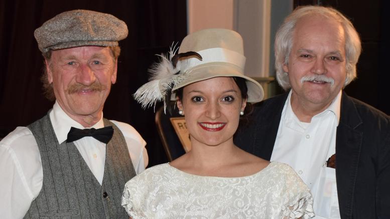 Photo: Michel Fortier;  Guy Thibault, Cynthia Desruisseaux, responsable de la culture et coordonnatrice du projet et Gleason Théberge.