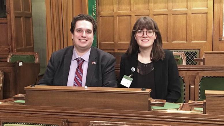 Photo courtoisie; Alex Guèvremont avec le député David Graham, à la Chambre des communes.