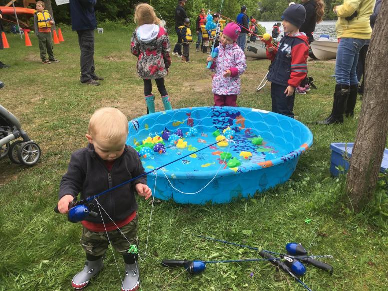 Il n'y a pas d'âge pour s'initier à la pêche au moulinet!