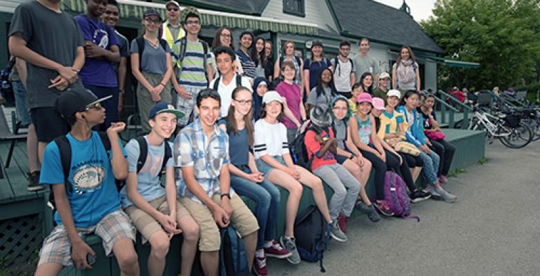 Une quarantaine de jeunes enfants de Montréal sont venus explorer la diversité des écosystèmes de la réserve naturelle Alfred-Kelly