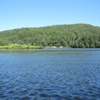 Rendu au milieu du lac Raymond, nous nous sommes arrêtés quelques instants pour apprécier toute la richesse du paysage à couper le souffle, toute une expérience qui est à faire et à refaire.