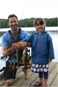 Photo: Jacinthe Laliberté; Alphée, la plus jeune participante du tournoi de pêche, avec sa perchaude et son achigan de 265 grammes.
