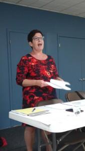 Christine Brodeur, directrice adjointe du Bureau coordonnateur CPE Main dans la main, présente le projet Jouons avec les mots aux éducatrices lors de son lancement le 12 septembre dernier.