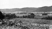 Vue générale du Boys'farm en 1928. À l'arrière, les chalets Morin dans le vieux Prévost. –  Photographie avec l'aimable permission du CIUSSS de l'Ouest de l'île de Montréal / Centre de la famille et de la jeunesse Batshaw.