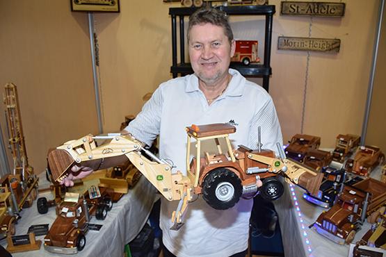 Michel Contant, modeliste, fabrique de véhicules en bois fonctionnels