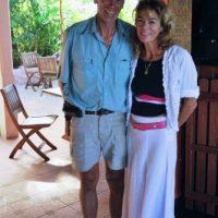 Philip et Annie Clift à leur hôtel à Petite Anse