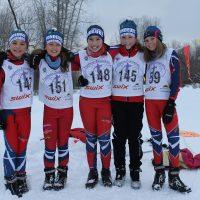 Quatre skieuses du club Fondeurs-Laurentides: Clémence, Ophélia, Naomie, Léa-Rose et Anaëlle – Photo courtoisie