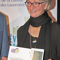 Le prix Excellence remis à Suzanne Ferland qui, depuis 10 ans, participe activement au projet Sentier Art3, consacré à la sculpture au sein du parc régional du Bois de Belle-Rivière. – Photo : Diane Brault
